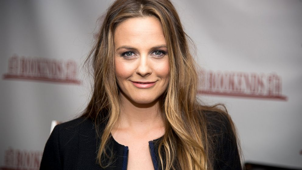 alicia silverstone s son has never had a drop of medicine