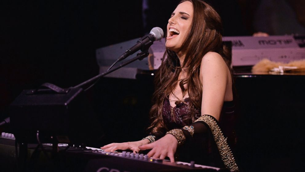 PHOTO: Alexa Ray Joel performs at Cafe Carlyle, April 1, 2014 in New York.