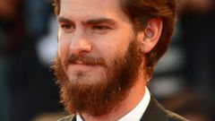 Andrew Garfield Arrives in Venice with a Huge Beard