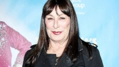 Anjelica Huston Dons All Black