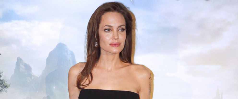 """PHOTO: Angelina Jolie poses for the press presentation of the new Disney movie """"Malefique,"""" May 6, 2014 in Paris, France."""