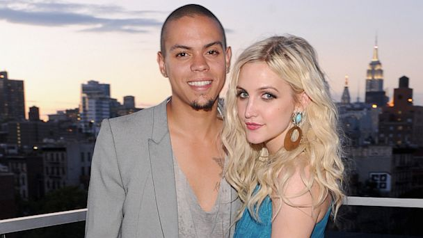 GTY ashlee simpson evan ross tk 130731 16x9 608 Ashlee Simpson and Evan Ross Engage in PDA (Photo)