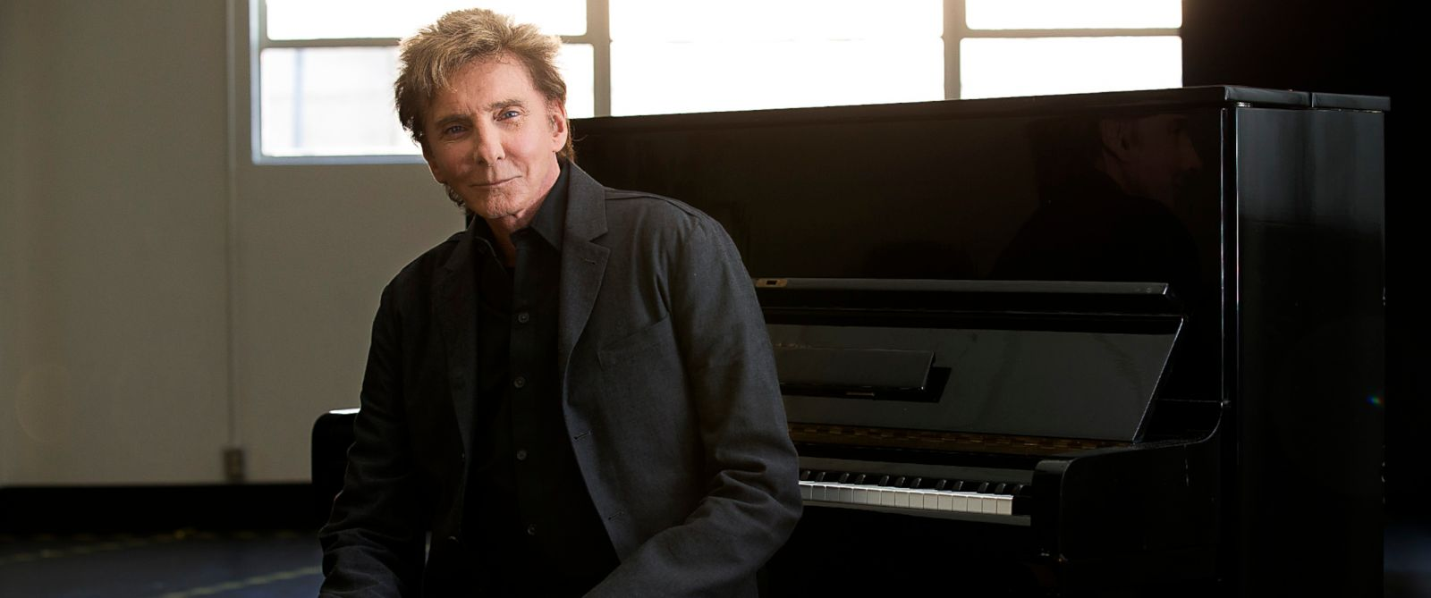 PHOTO:In this file photo, Barry Manilow sits for a portrait at the Music Center Annex Complex, Feb. 23, 2014, in Los Angeles.