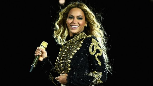 PHOTO: Beyonce performs on stage during