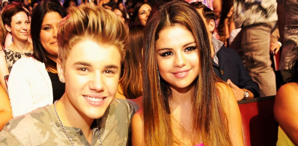 PHOTO: Justin Bieber and Selena Gomez attend the 2012 Teen Choice Awards