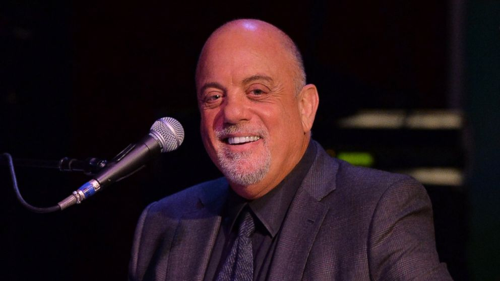 PHOTO: Billy Joel performs at SiriusXMs Town Hall with Billy Joel hosted by Howard Stern at The Cutting Room on April 28, 2014 in New York City.