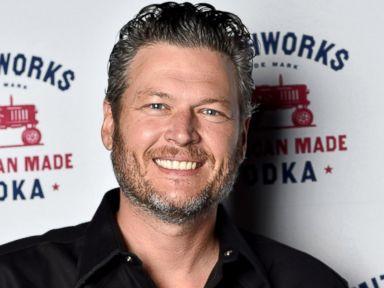 PHOTO: Blake Shelton stopped by Whiskey Tango to enjoy some delicious Smithworks cocktails, July 27, 2016, in Grain Valley, Missouri.