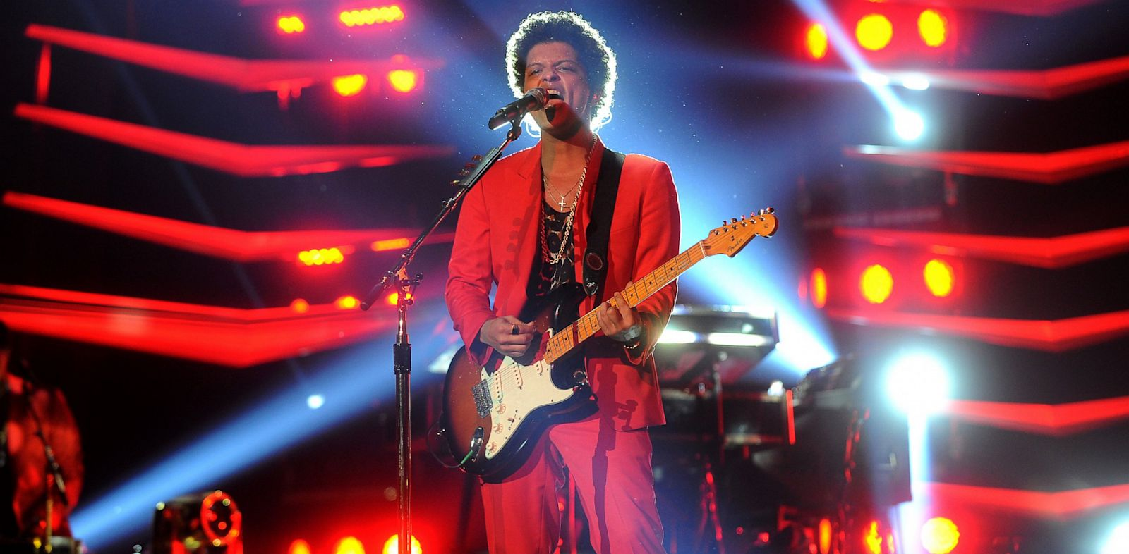 PHOTO: Bruno Mars performs at Prudential Center, July 1, 2013, in Newark, New Jersey.