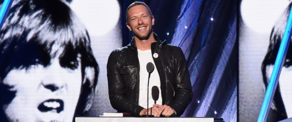 PHOTO: Chris Martin speaks onstage at the 29th Annual Rock and Roll Hall of Fame Induction Ceremony on April 10, 2014 in Brooklyn, N.Y.