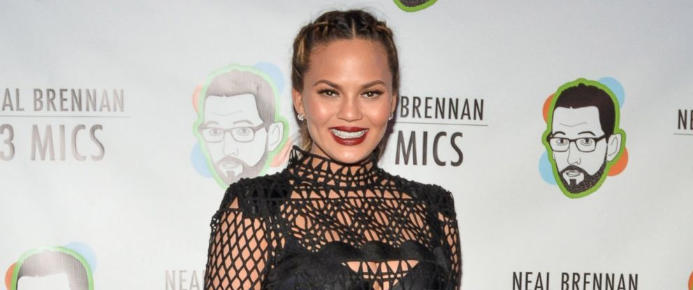 "PHOTO: Chrissy Teigen attends the ""Neal Brennan 3 Mics"" Opening Night at the Lynn Redgrave Theater, March 3, 2016 in New York City."