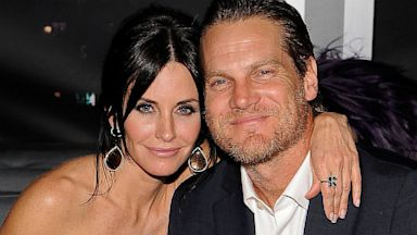 PHOTO: Courteney Cox and Brian Van Holt attend the InStyle and Warner Bros. 67th Annual Golden Globes post-party
