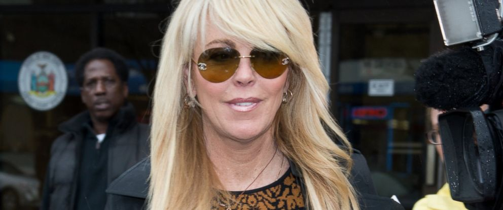 PHOTO: Dina Lohan appears in court on April 15, 2014 in Hempstead, N.Y.