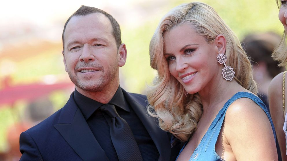 PHOTO: Jenny McCarthy and Donnie Wahlberg arrive at the 2014 Creative Arts Emmy Awa