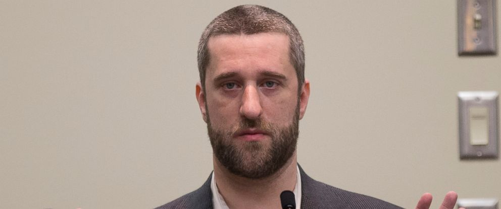 PHOTO: Dustin Diamond testifies in the courtroom during his trial in the Ozaukee County Courthouse, May 29, 2015 in Port Washington, Wis.