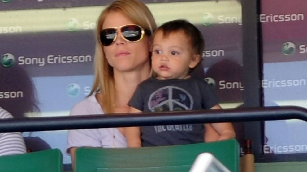PHOTO: Elin Nordegren and her son Charlie are seen at Sony Ericsson Open in Key Biscayne, Fla.