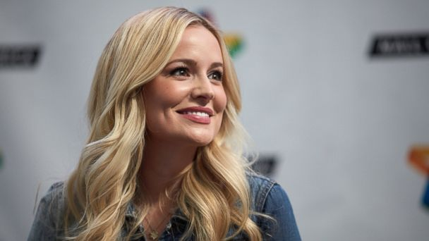 PHOTO: Emily Maynard signs copies of her new book