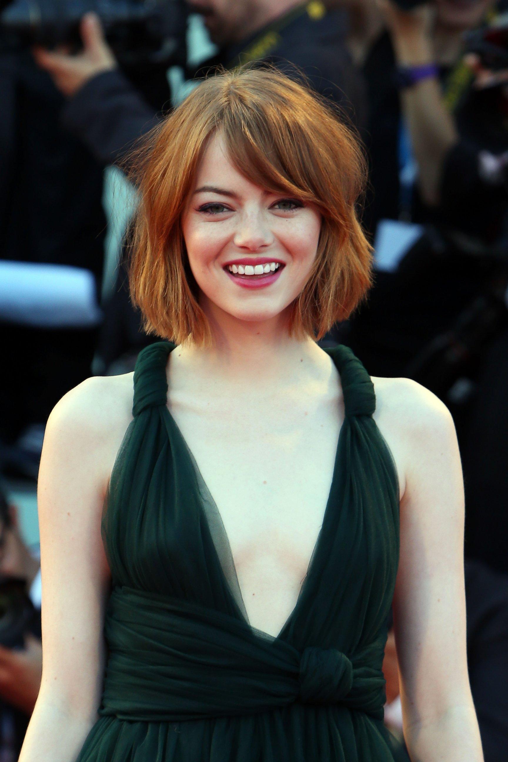 Emma Stone Debuts as Blunt Bob