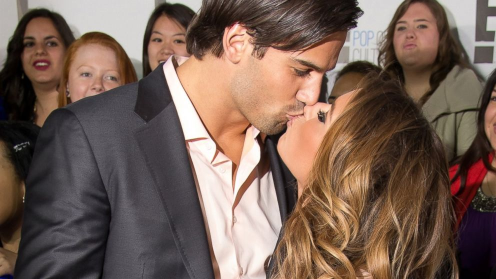 PHOTO: Eric Decker and Jessie James attend the E! 2013 Upfront, April 22, 2013 in New York City.