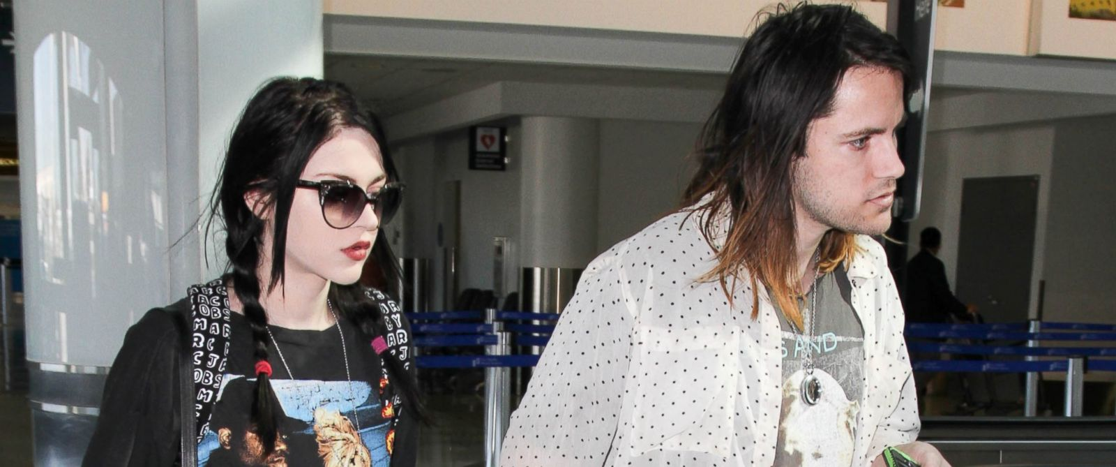 PHOTO: Frances Bean Cobain and Isaiah Silva at Los Angeles International Airport, Jan. 23, 2015, in Los Angeles.