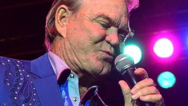PHOTO: Glen Campbell performs at the Sands Event Center, Oct. 26, 2012, in Bethlehem, Pa.