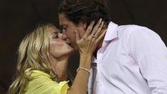 Heidi Klum Plants a Kiss Her Boyfriend Vito Schnabel
