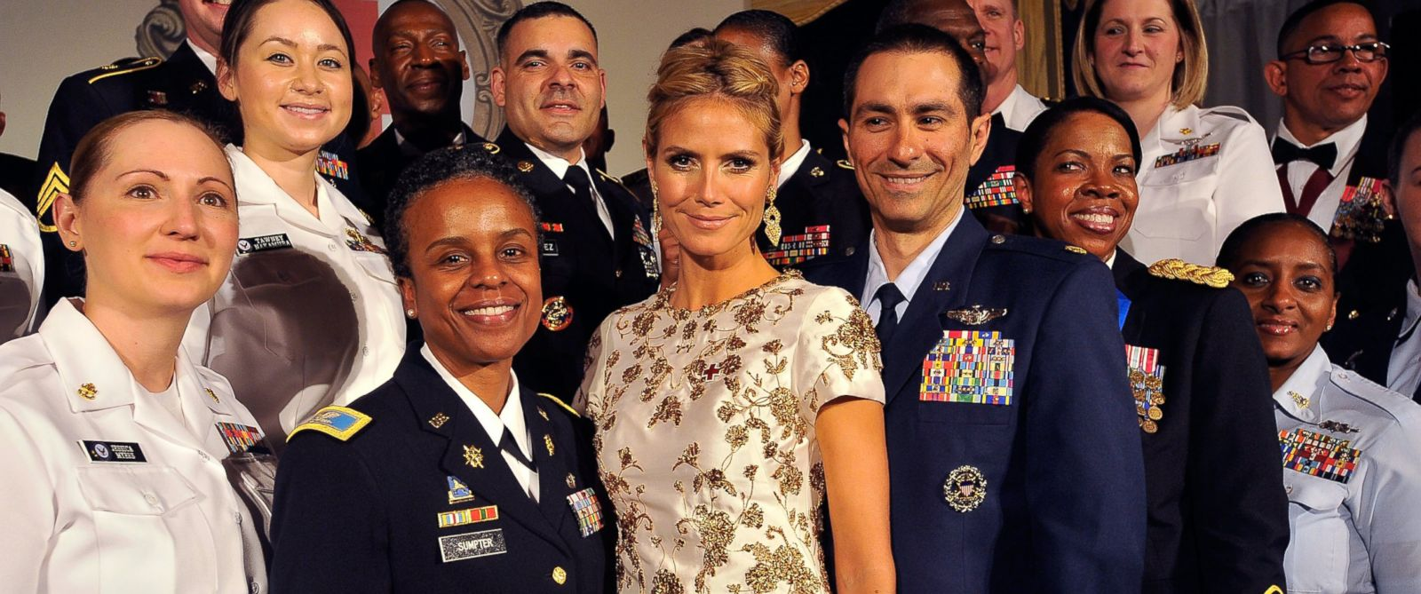 PHOTO: Heidi Klum stands with members of the military