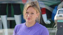 Hilary Duff Goes Make-up Free to Run Errands