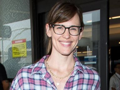 Jennifer Garner Returns to L.A. On Her Anniversary