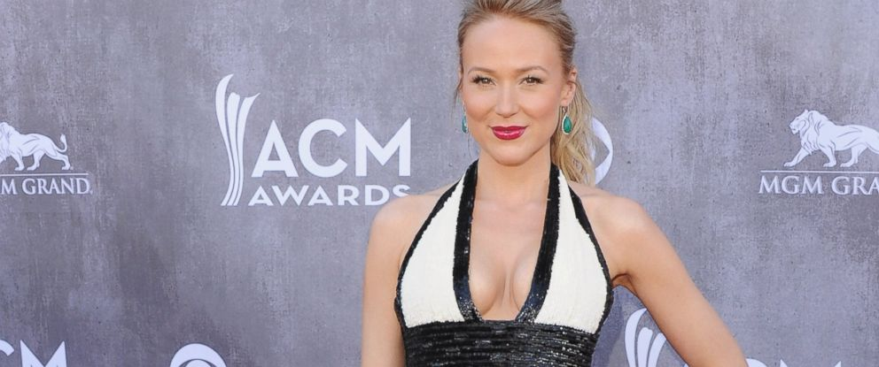 PHOTO: Jewel Kilcher arrives at the 49th Annual Academy Of Country Music Awards