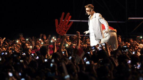 GTY justin bieber argentina sr 131115 16x9 608 Justin Bieber Apologizes For Kicking Argentine Flag: Im So Sorry