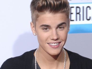 PHOTO: Justin Bieber arrives at The 40th American Music Awards at Nokia Theatre L.A. Live, Nov. 18, 2012, in Los Angeles.