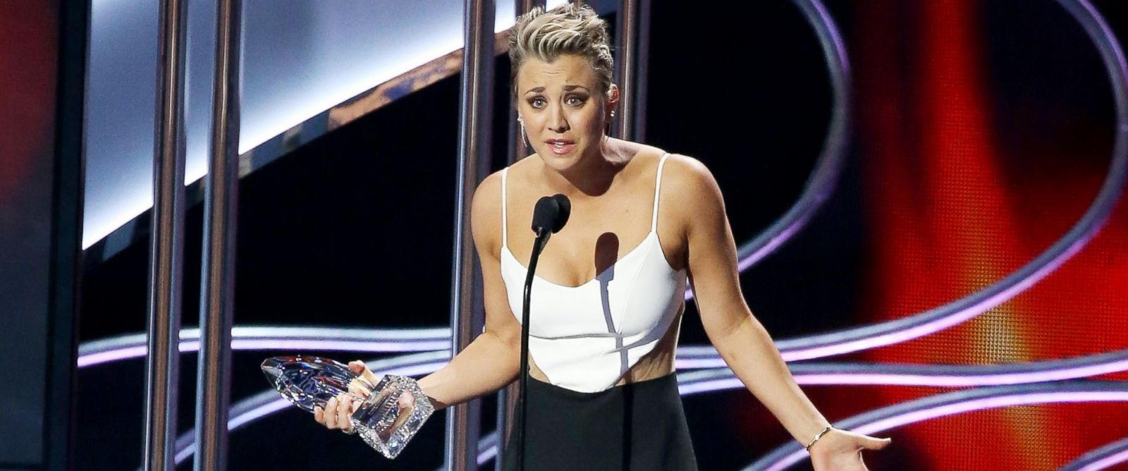 PHOTO: Kaley Cuoco-Sweeting speaks onstage during The 41st Annual Peoples Choice Awards held at Nokia Theatre L.A. Live, Jan. 7, 2015, in Los Angeles.