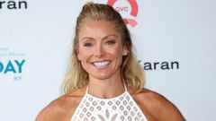 PHOTO: Kelly Ripa Shares a Selfie With Her Family