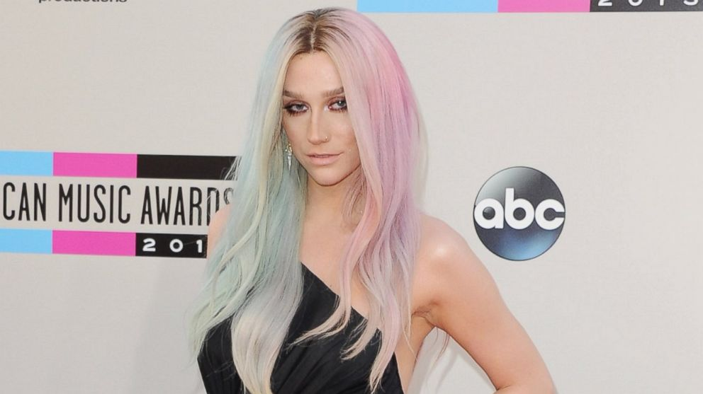 PHOTO: Singer Kesha arrives at the 2013 American Music Awards on Nov. 24, 2013 in Los Angeles, Calif.