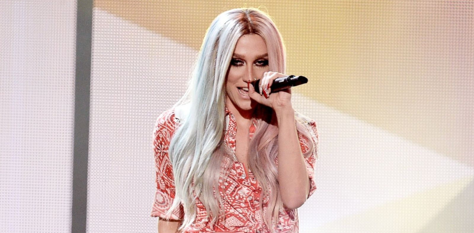 PHOTO: Ke$ha performs onstage during the 2013 American Music Awards on Nov. 24, 2013 in Los Angeles.