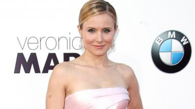 Kristen Bell Flashes Her Leg at Veronica Mars Premiere