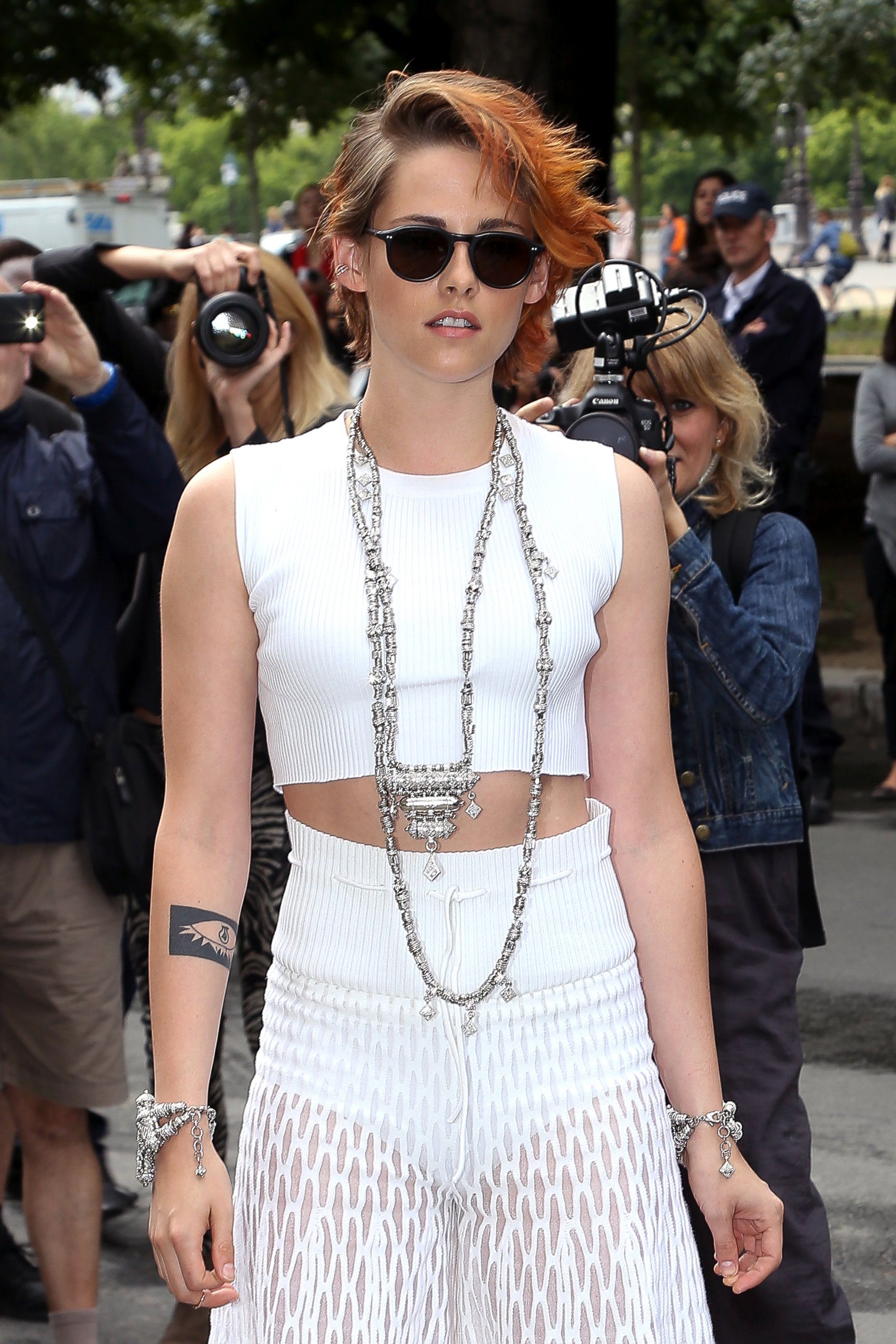 Wow! Kristen Stewart Chops Off Her Hair