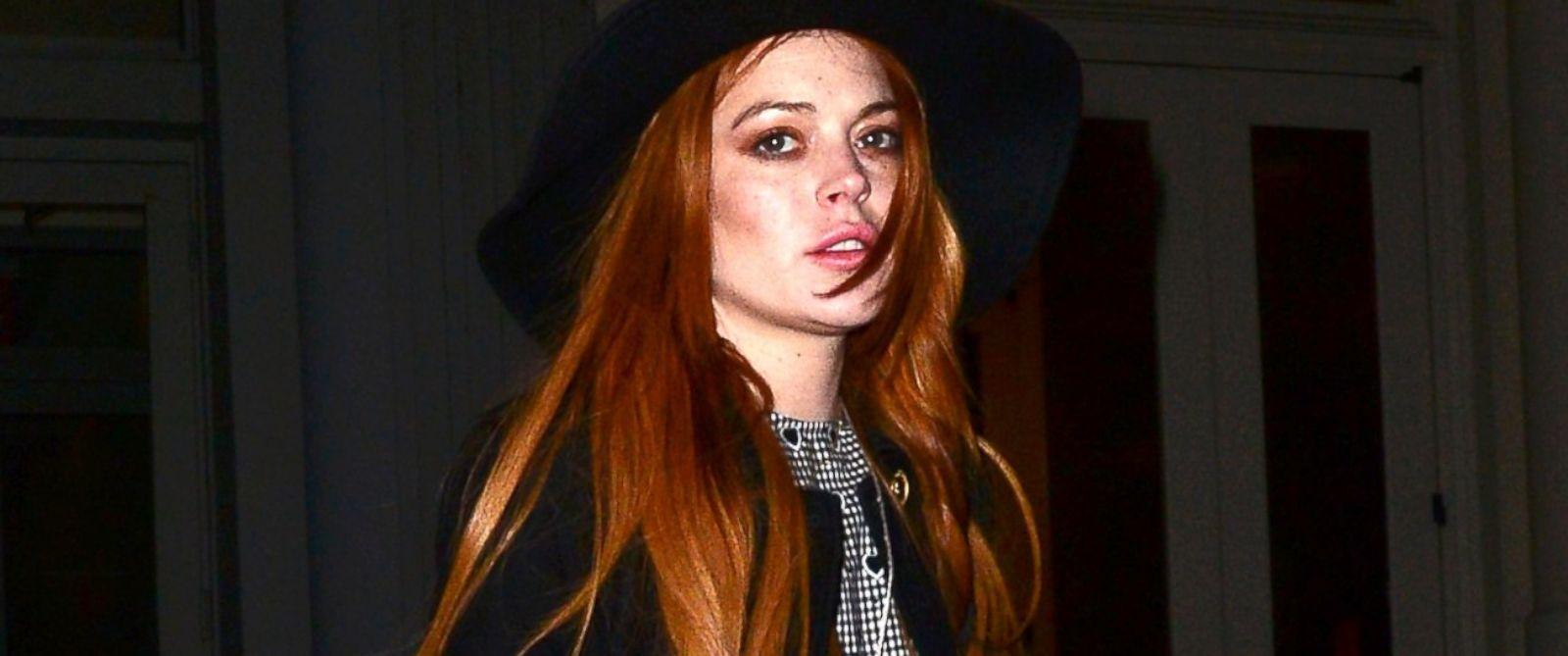 PHOTO: Lindsay Lohan is seen walking in SoHo, April 9, 2014 in New York.