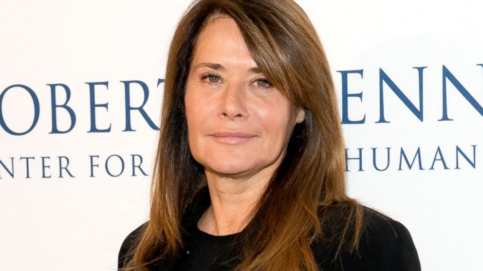 Lorraine Bracco earned a  million dollar salary, leaving the net worth at 19 million in 2017