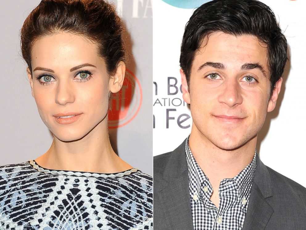 PHOTO: Lyndsy Fonseca and David Henrie of How I Met Your Mother.