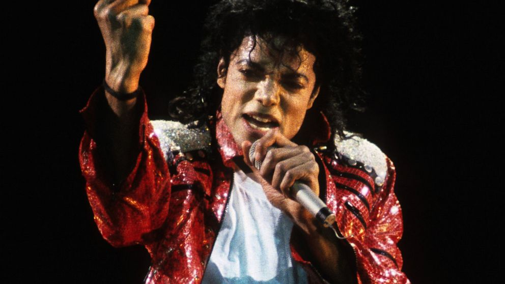 PHOTO: Michael Jackson performs