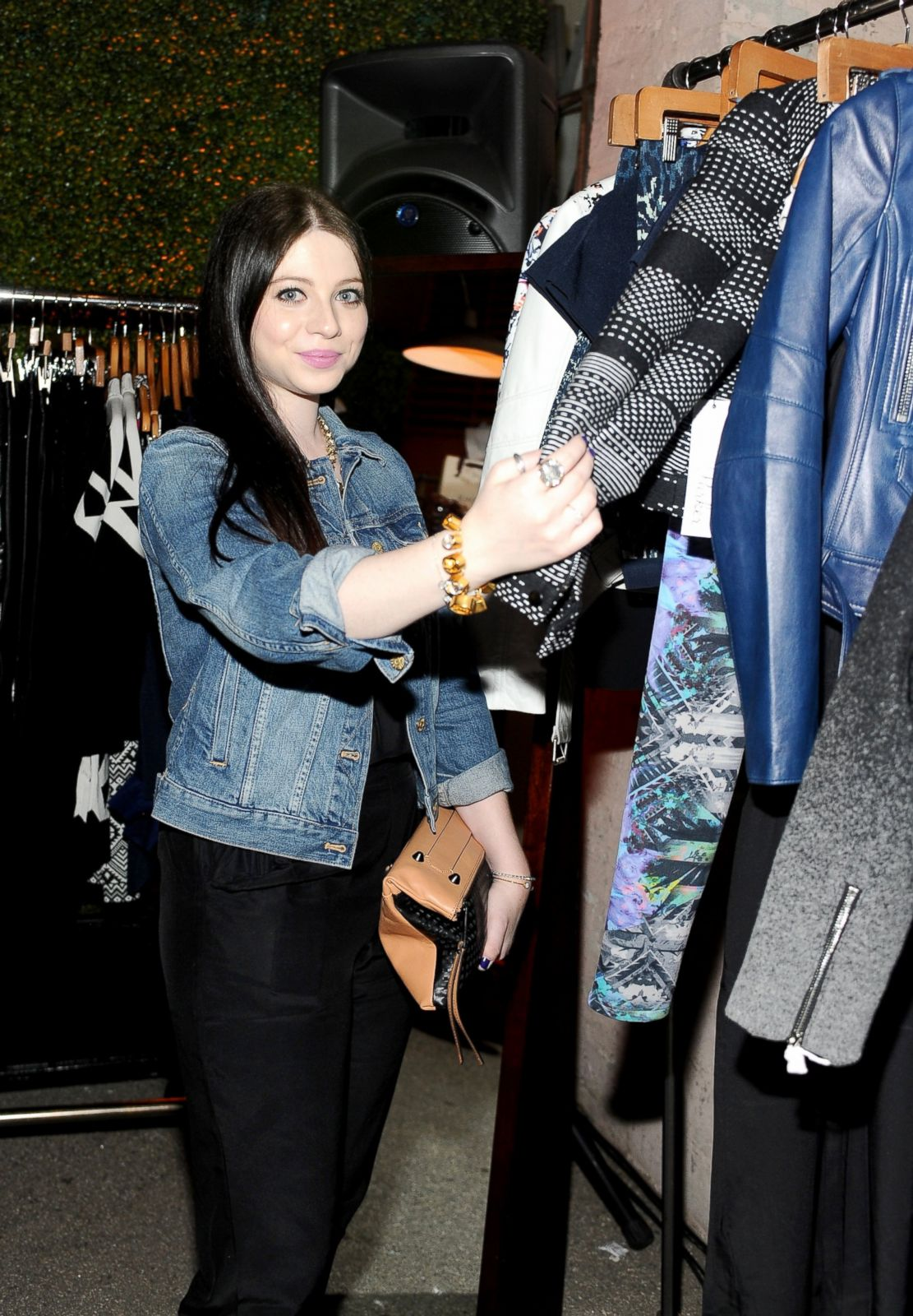 Michelle Trachtenberg Goes Shopping Picture September S