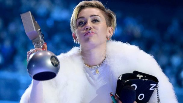 GTY miley cyrus smoking jef 131111 16x9 608 Miley Cyrus Smokes On Stage at MTV EMAs