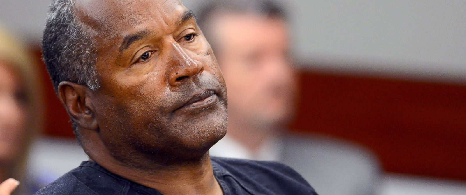 PHOTO: O.J. Simpson watches his former defense attorney Yale Galanter testify during an evidentiary hearing in Clark County District Court, May 17, 2013, in Las Vegas.