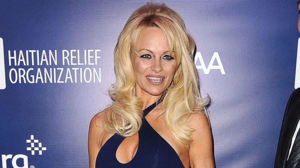 PHOTO Pamela Anderson attends Pamela Anderson