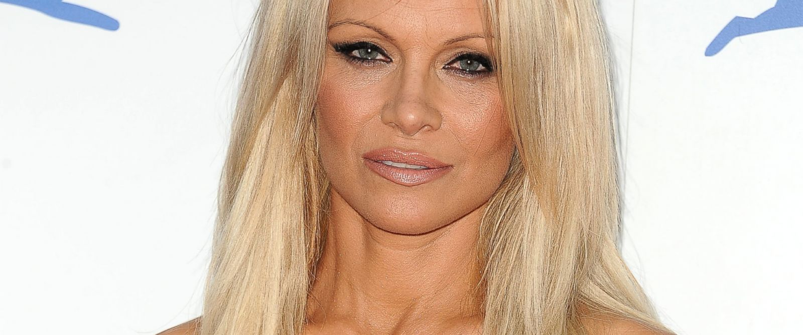 pamela anderson says she 39 s 39 cured 39 of hepatitis c abc news. Black Bedroom Furniture Sets. Home Design Ideas