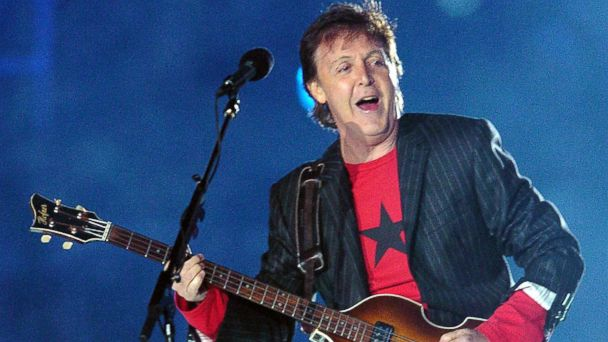 PHOTO: British rock legend Paul McCartney performs at halftime of Super Bowl