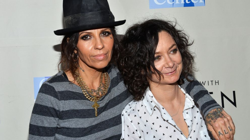PHOTO: Linda Perry, left, and Sara Gilbert, right, are pictured on March 15, 2014 in West Hollywood, Calif.