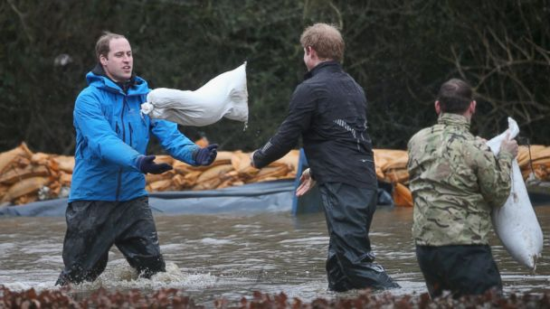 GTY prince william harry flood mar 140214 16x9 608 Princes William and Harry Help Battle UK Flooding