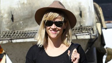Reese Witherspoons Wears a Daily Reminder Tee